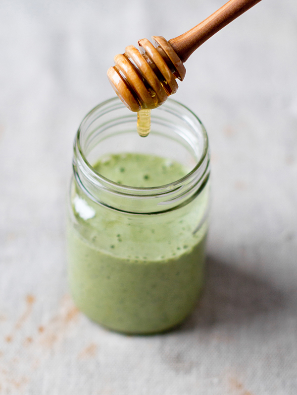 Kale ginger smoothie recipe via Oh My Veggies on Thou Swell   8 Smoothies to Make in the New Year https://thouswell.com/8-smoothies-to-make-in-the-new-year
