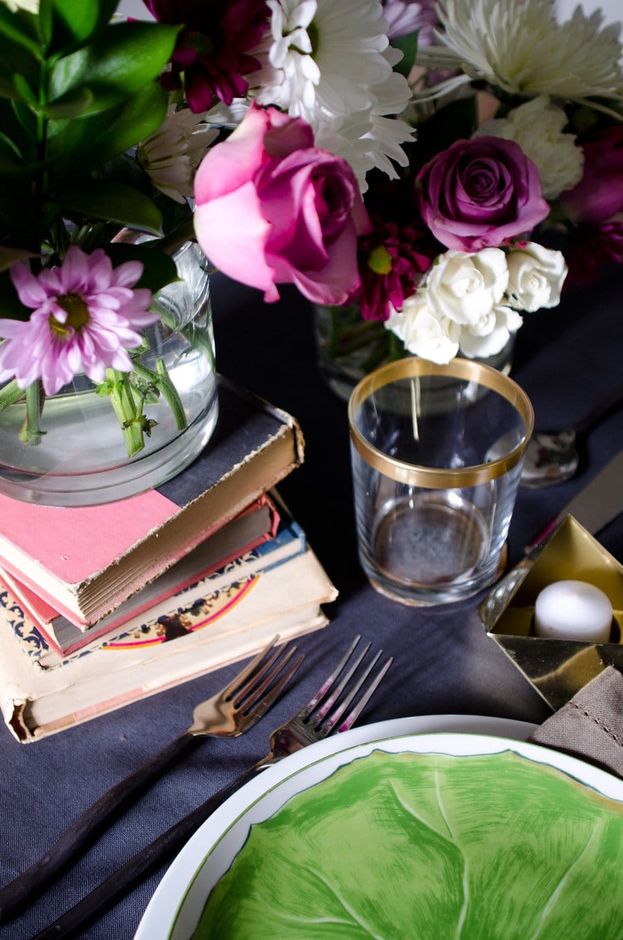 MODERN & ROMANTIC VALENTINE'S DAY TABLE | Thou Swell https://thouswell.com/modern-romantic-valentines-day-table