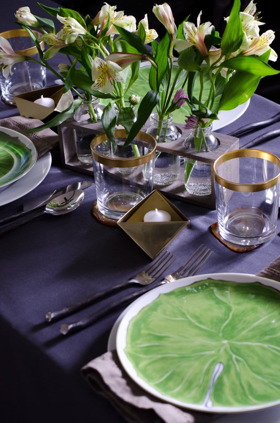 MODERN & ROMANTIC VALENTINE'S DAY TABLE   Thou Swell https://thouswell.com/modern-romantic-valentines-day-table