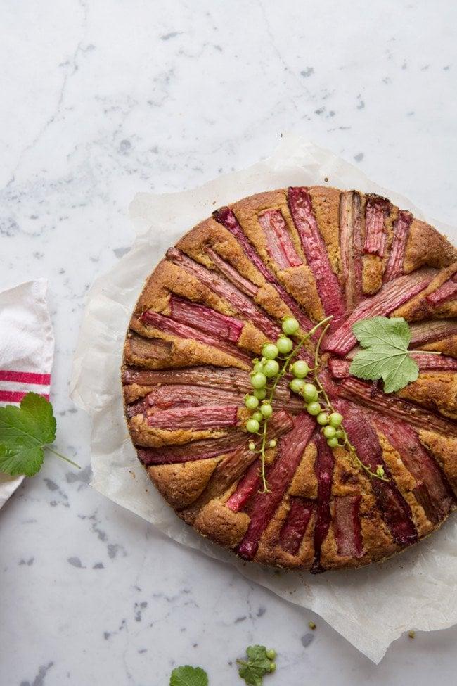 Vanilla scented rhubarb cake via Dagmar's Kitchen