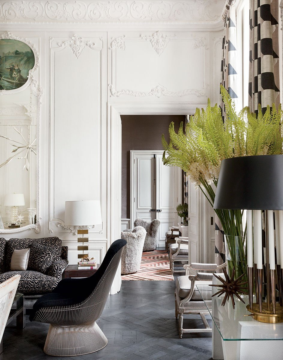 A historic French apartment designed by François Catroux with a fresh mix of modern and traditional elements on @thouswellblog.