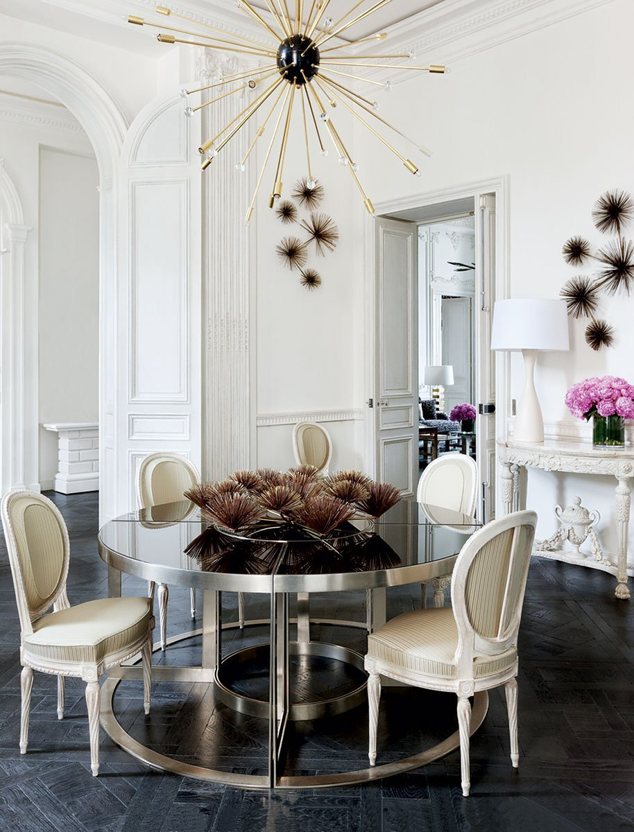 The dining room in a historic apartment designed by François Catroux with a fresh mix of modern and traditional elements on @thouswellblog.