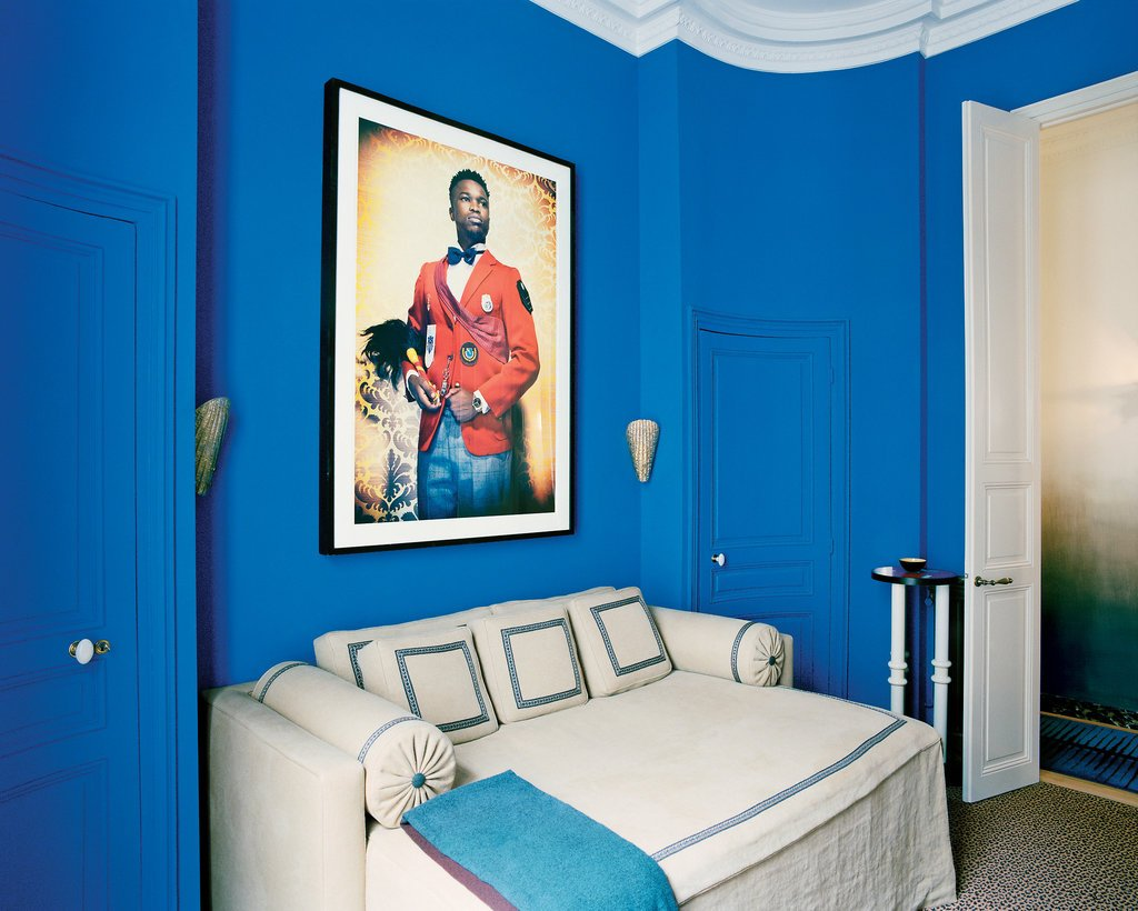 Stunning blue walls in a Parisian apartment on @thouswellblog