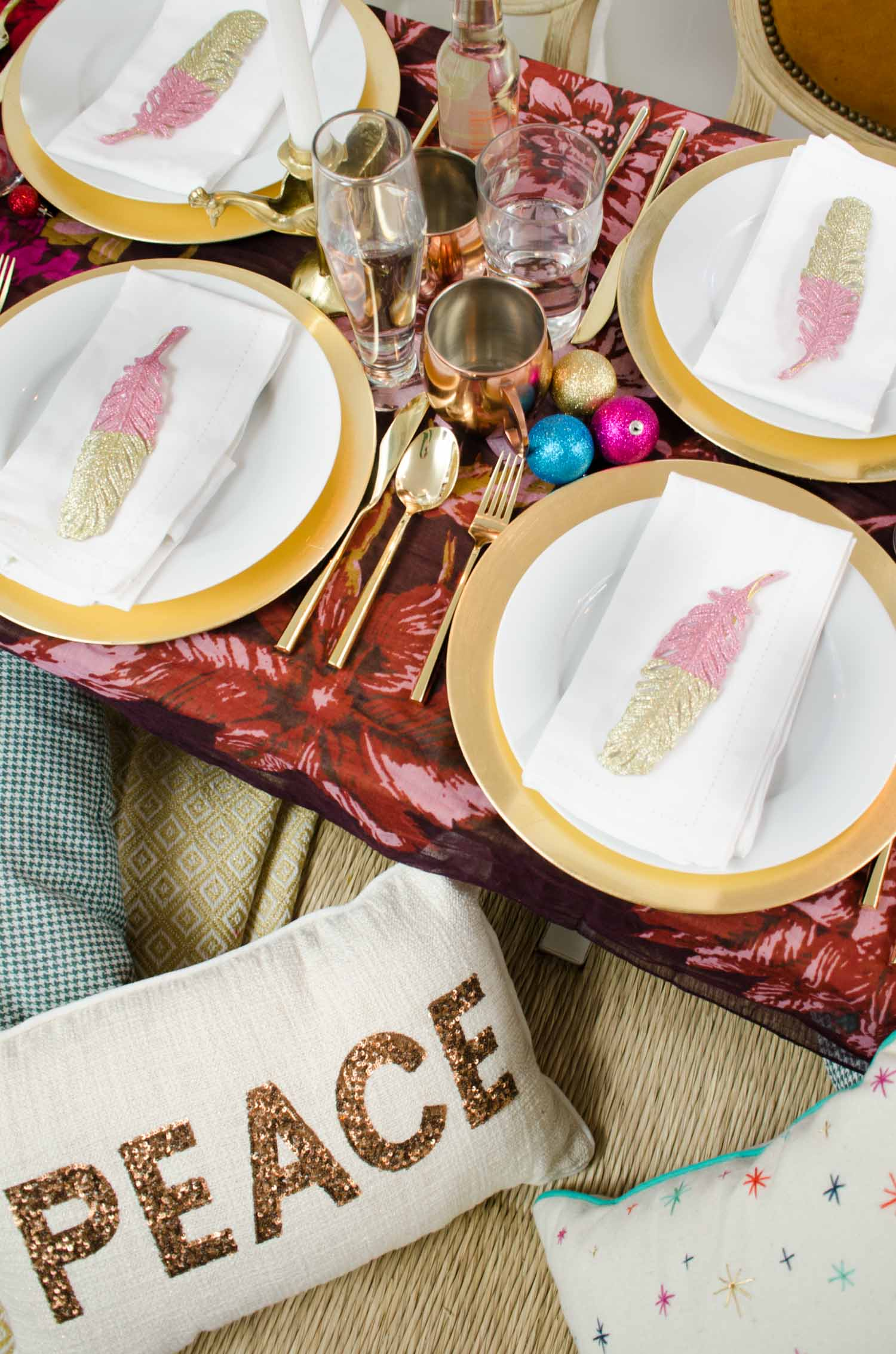 Two Takes Unique Holiday Table Settings Thou Swell