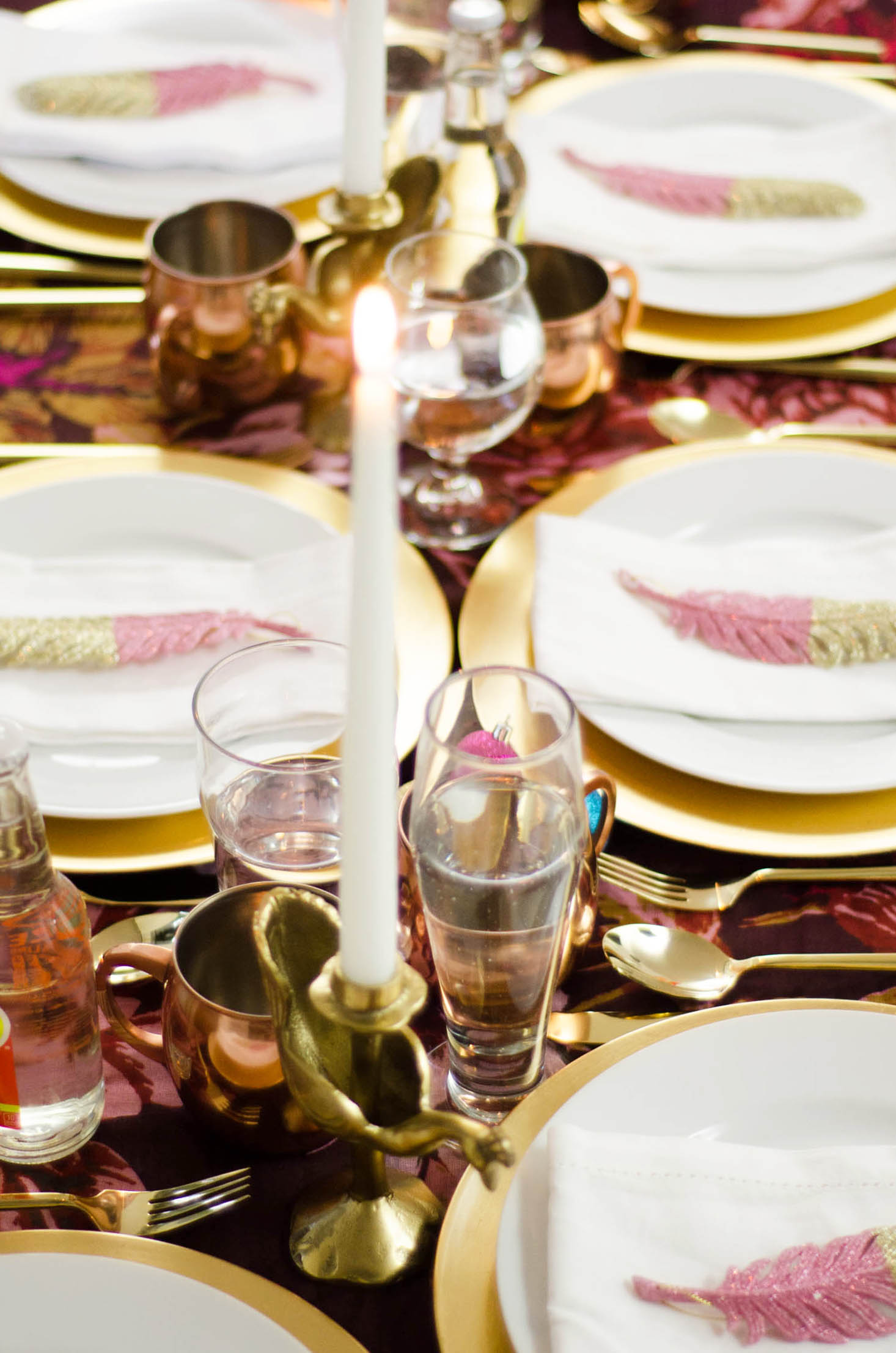 Bright whimsical holiday table setting on @thouswellblog