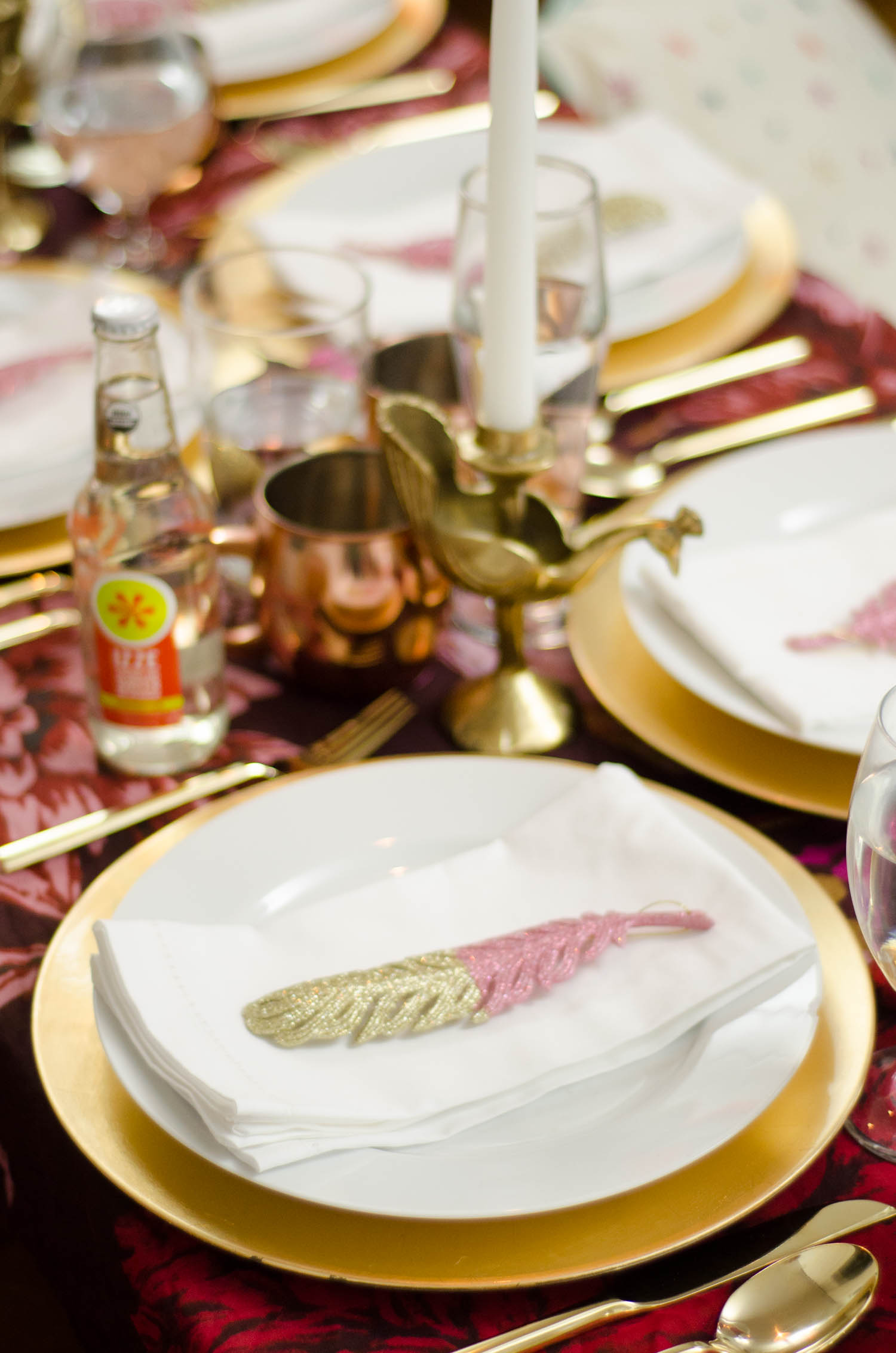Unique holiday table ideas, bright whimsical holiday table setting on @thouswellblog