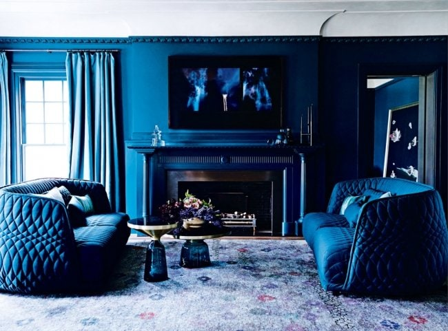 Dramtic monochromatic blue living room in a white and blue Melbourne home on @thouswellblog