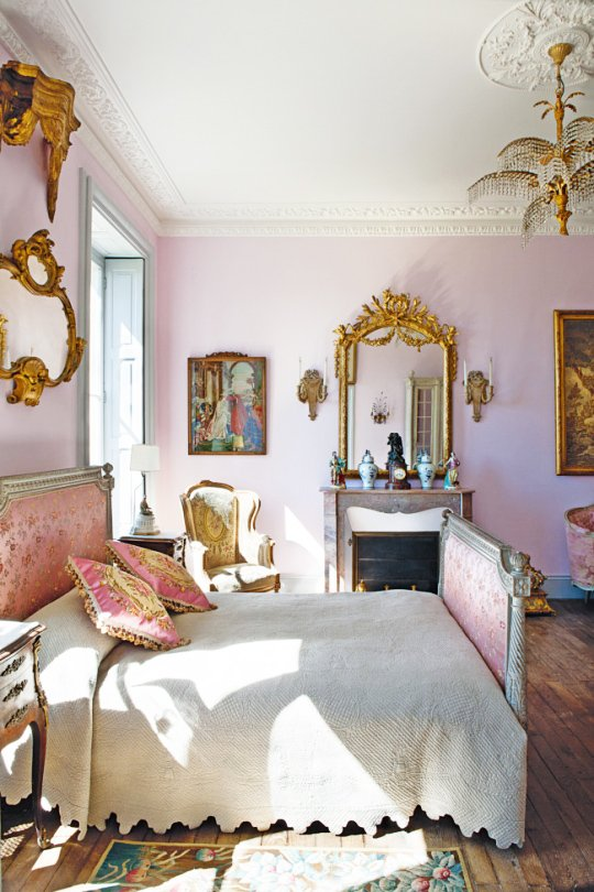Pale pink period bedroom on @thouswellblog