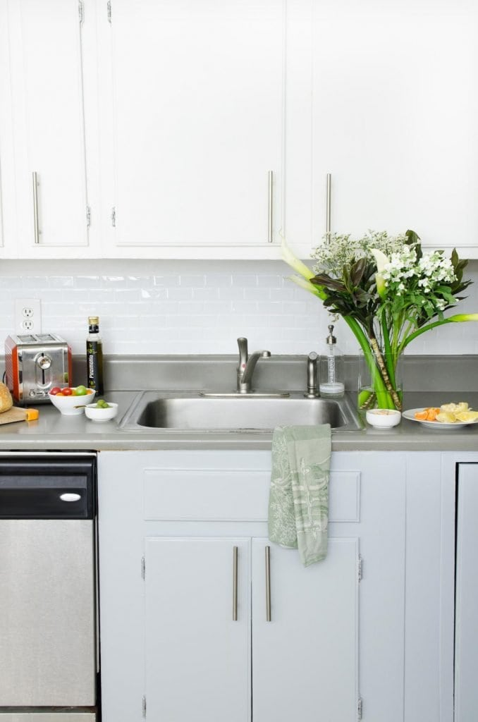 Easy and inexpensive rental kitchen makeover on Thou Swell @thouswellblog