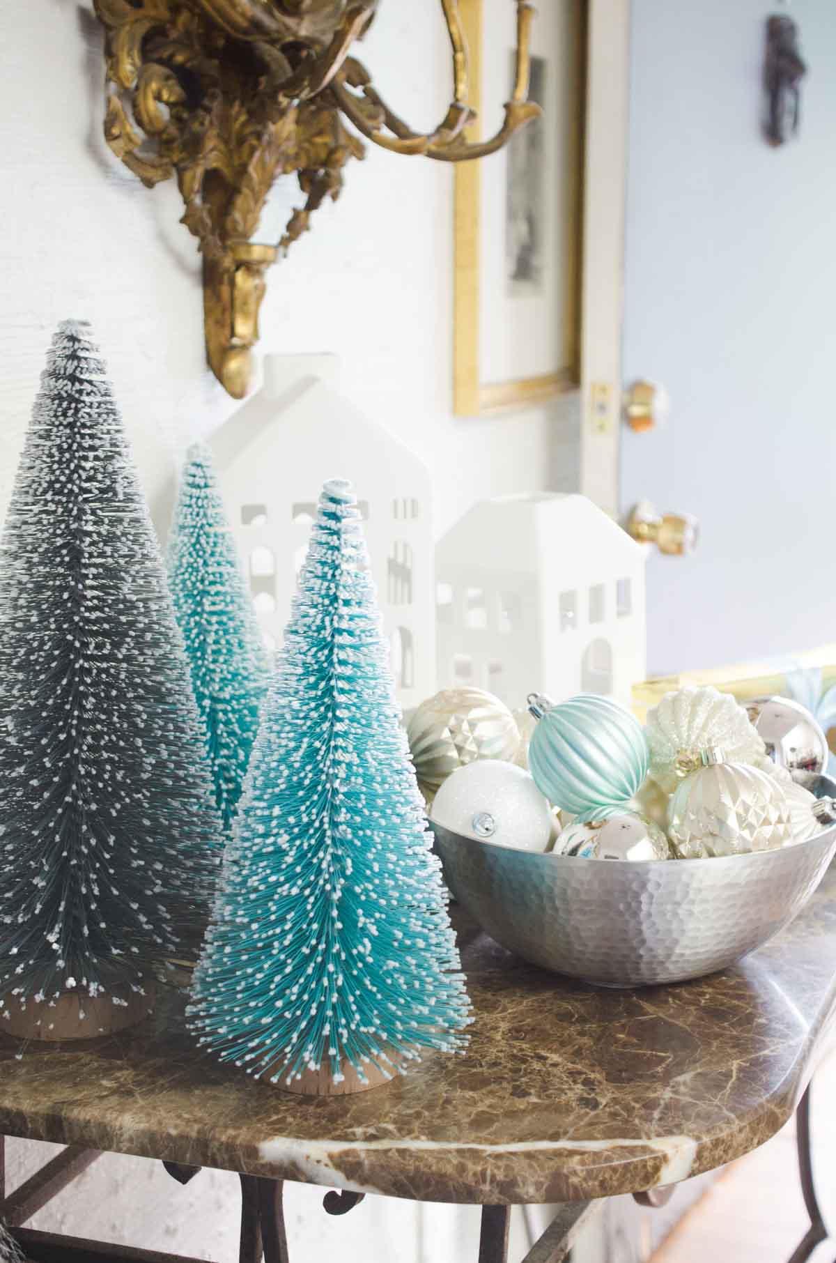 Blue and grey holiday decor on @thouswellblog