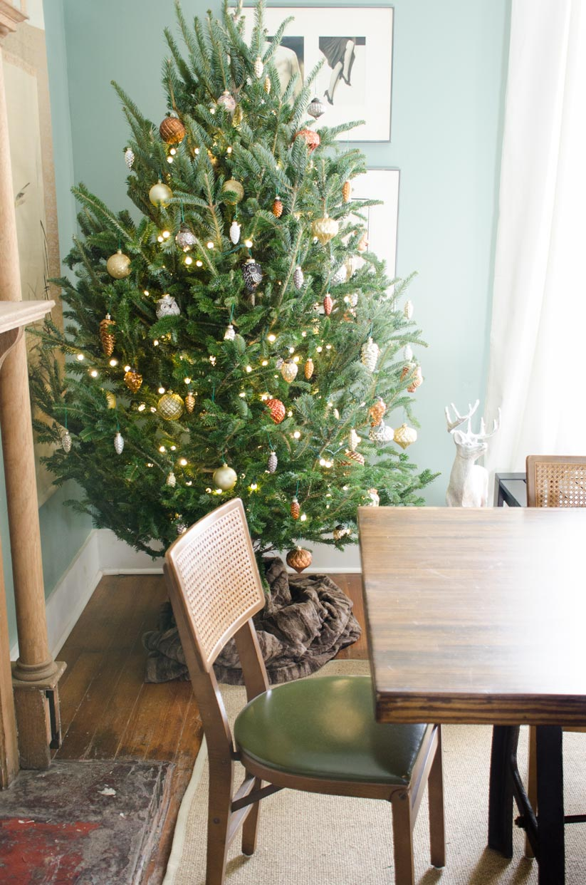 A metallic woodland Christmas tree and holiday decor on @thouswellblog