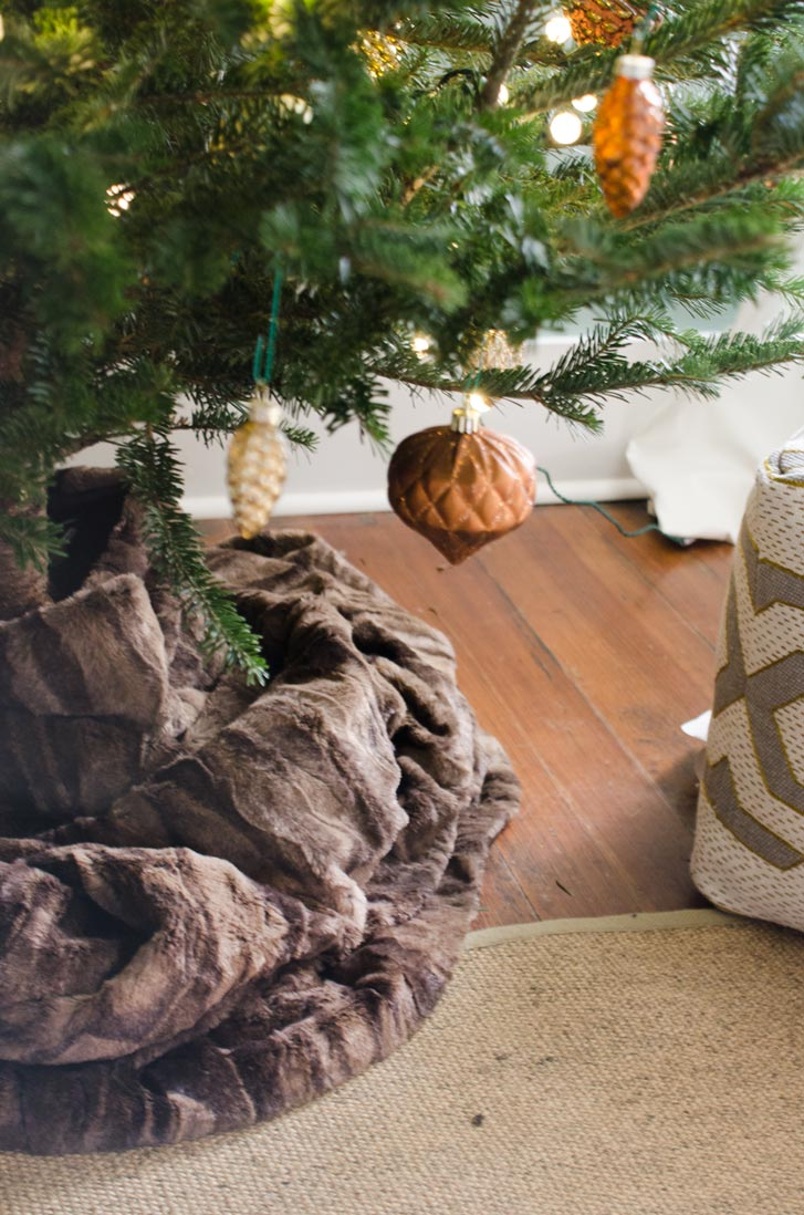 Faux fur tree skirt, holiday decor ideas on @thouswellblog
