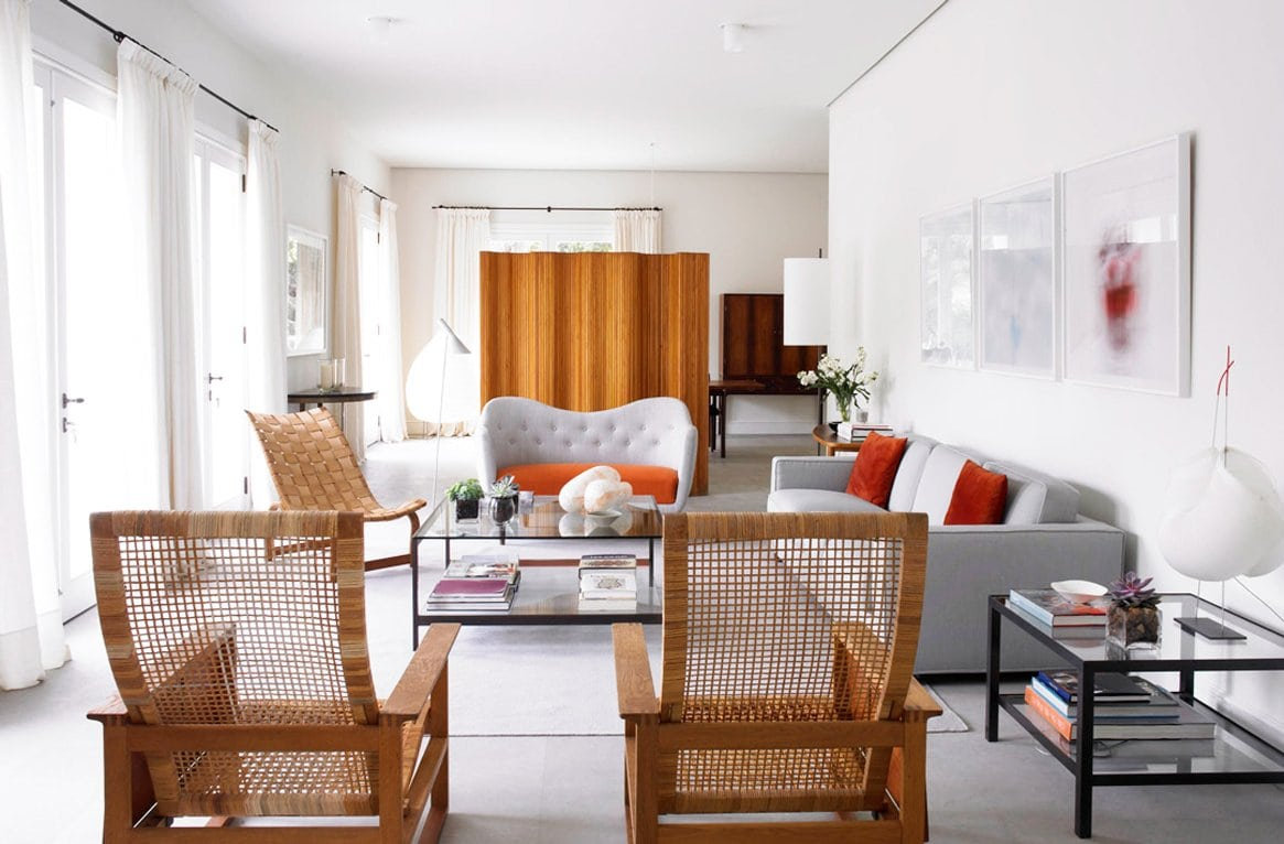 Wicker chairs in a modern beach home living room on @thouswellblog