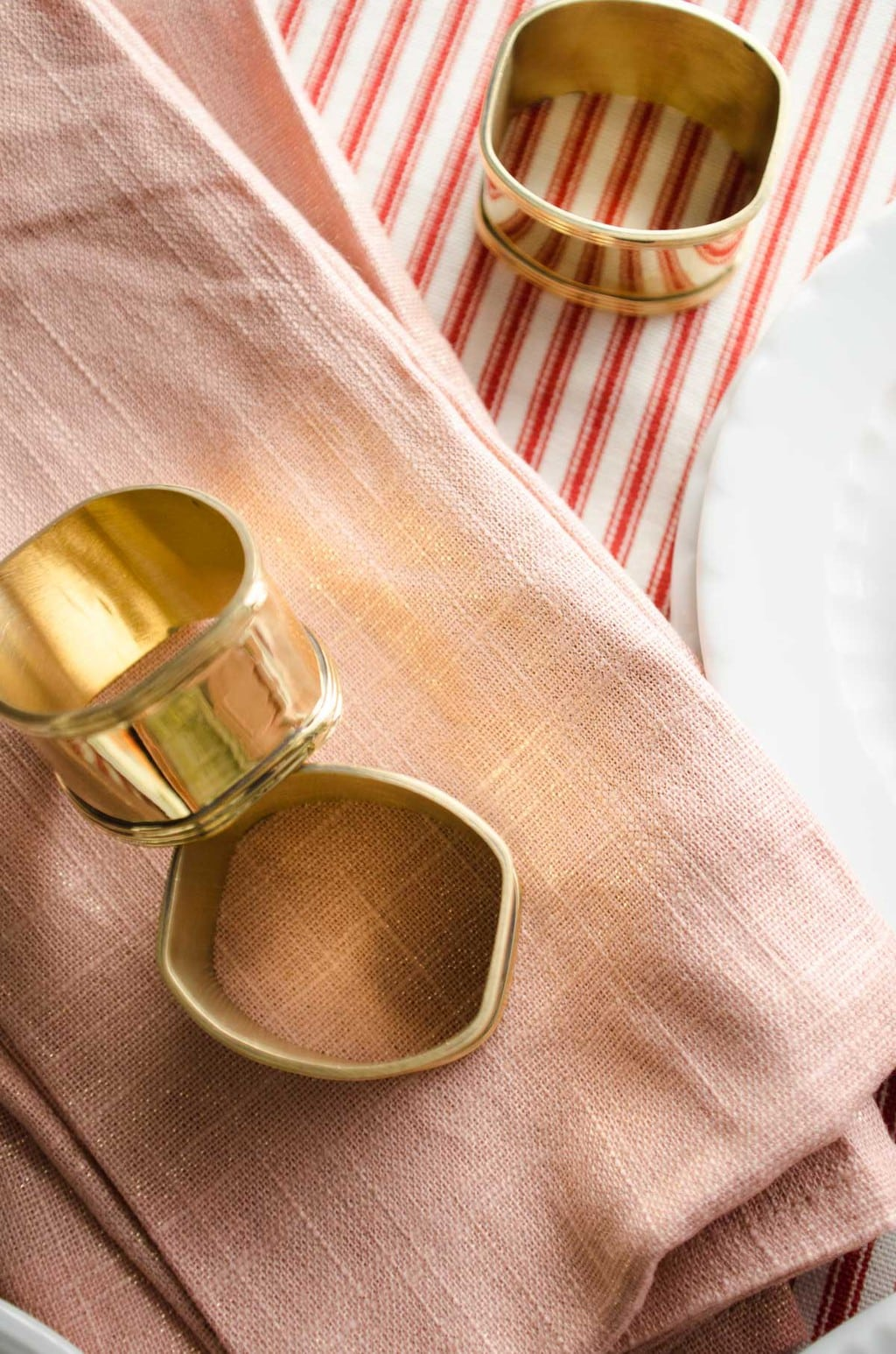 Gold napkin rings and pink shimmer napkins via @thouswellblog