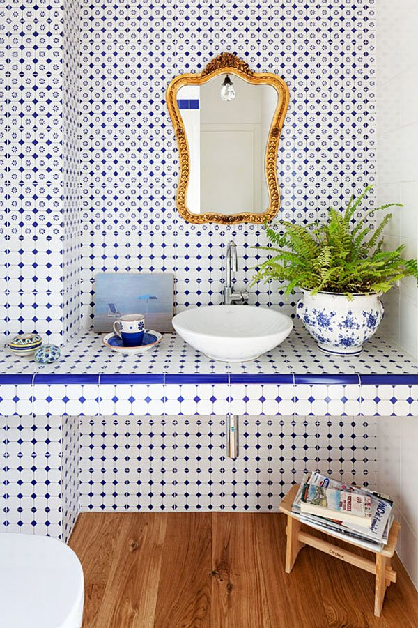 Blue and white tiled bathroom with a gold mirror via @thouswellblog