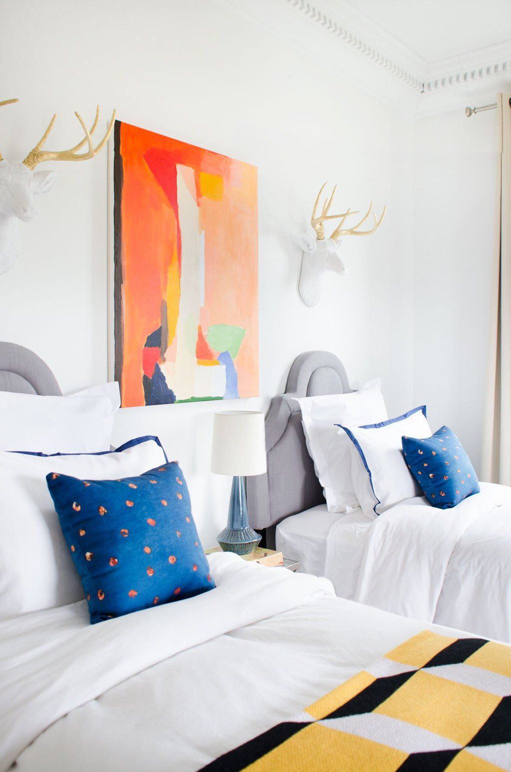 Colorful modern bedroom design with twin beds on Thou Swell @thouswellblog