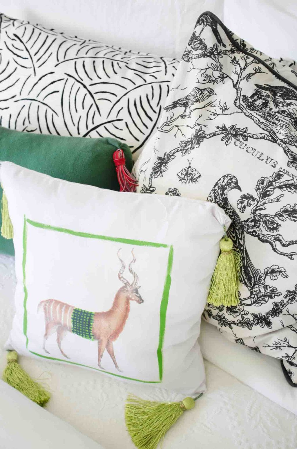 Eclectic bedroom pillow mix on the bed via @thouswellblog
