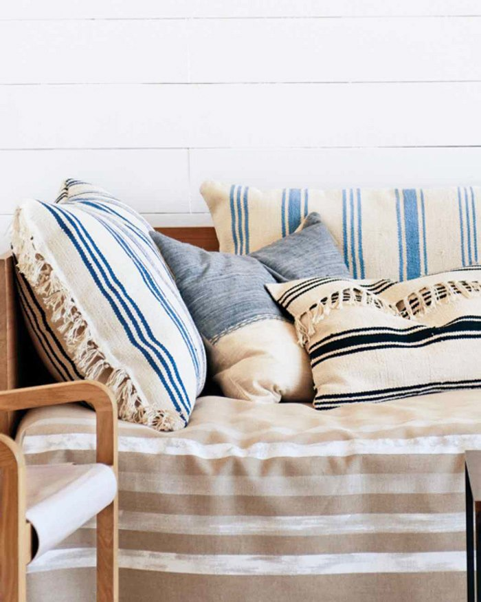 DIY tassel throw pillows made with rugs via @thouswellblog