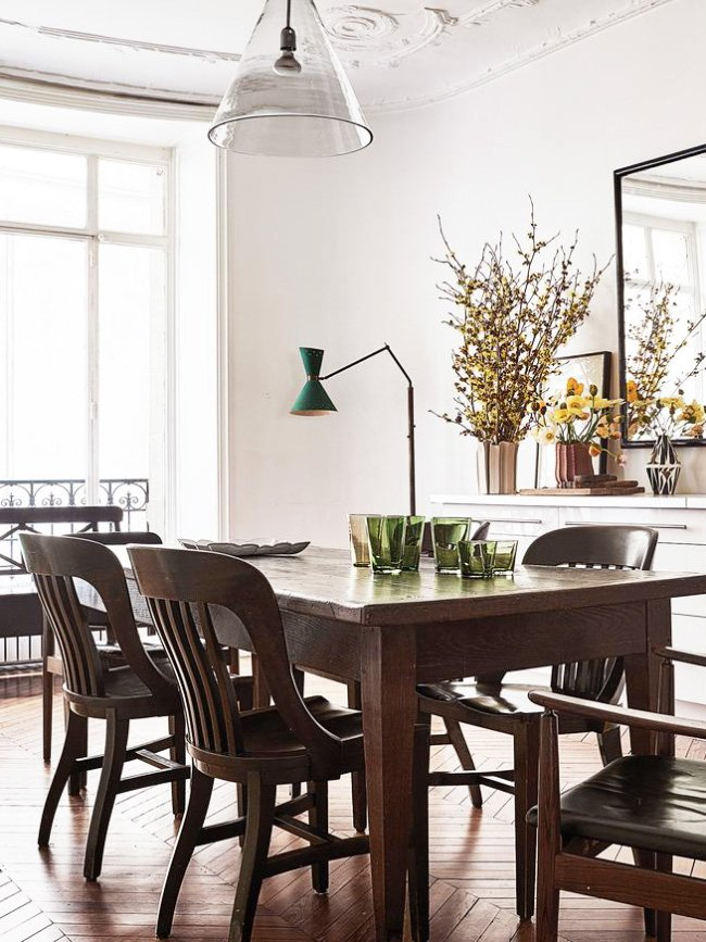 Parisian dining room with modern chairs and floor lamp via @thouswellblog