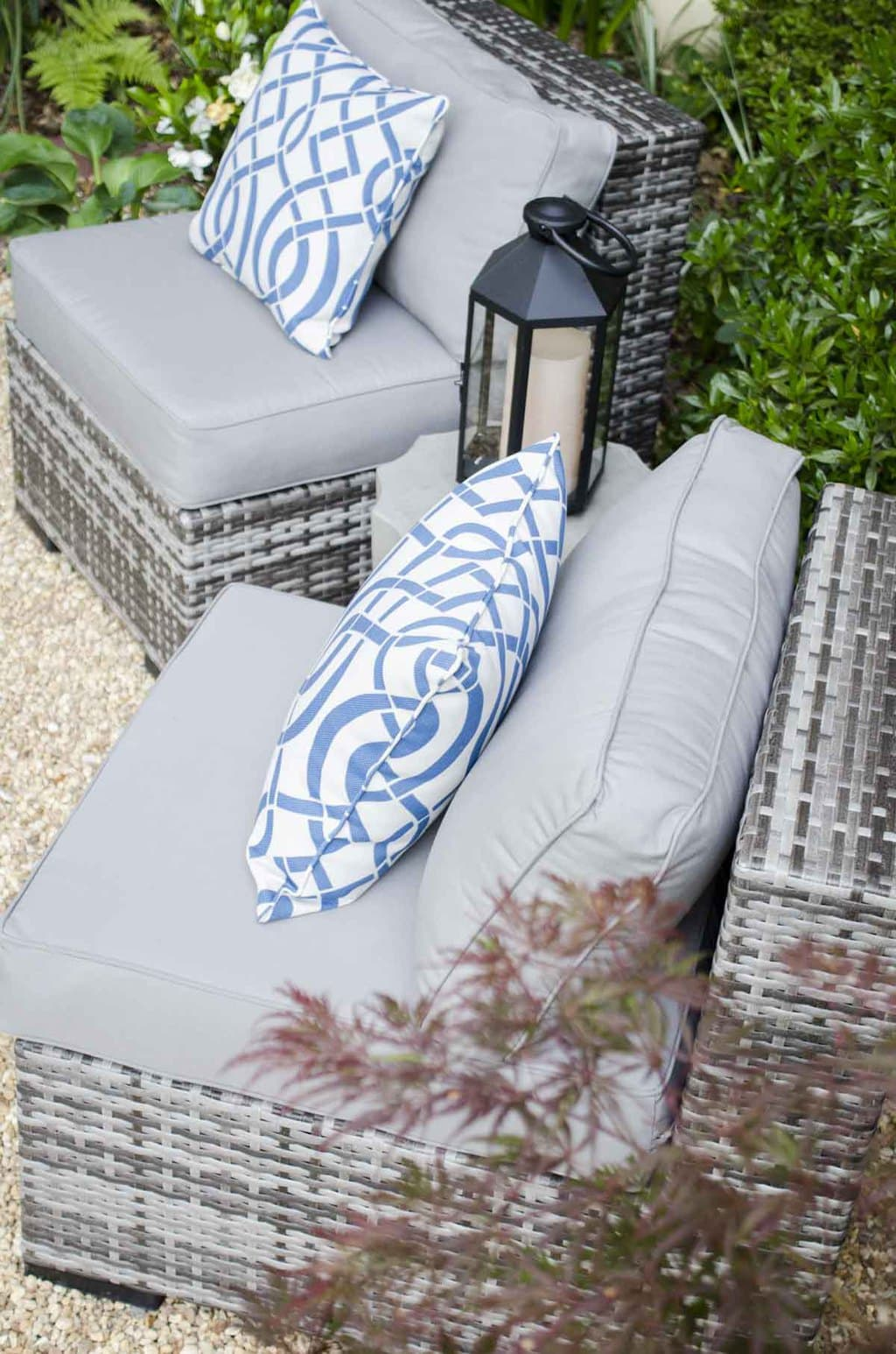 Wicker patio furniture on @thouswellblog