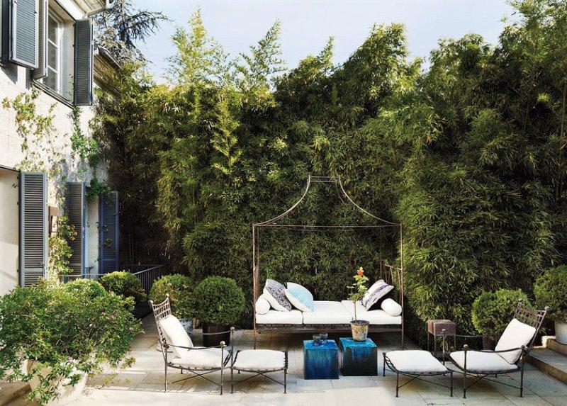 Lush backyard patio garden design with metal daybed via @thouswellblog