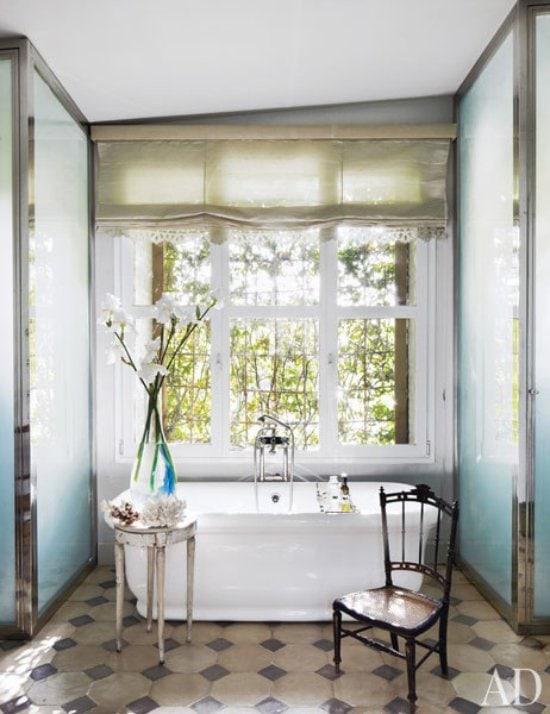 Romantic bathroom design with free-standing bathtub via @thouswellblog