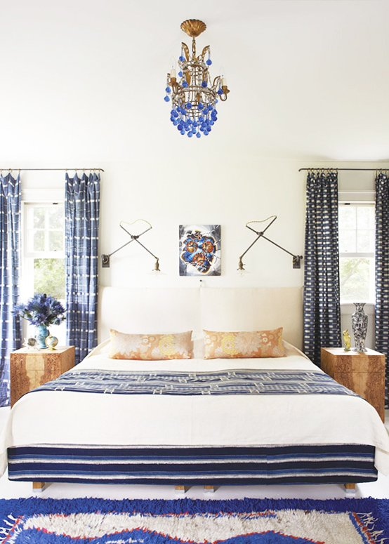 Tips for mixing patterns with Steve McKenzie, Blue and white bohemian bedroom design on @thouswellblog