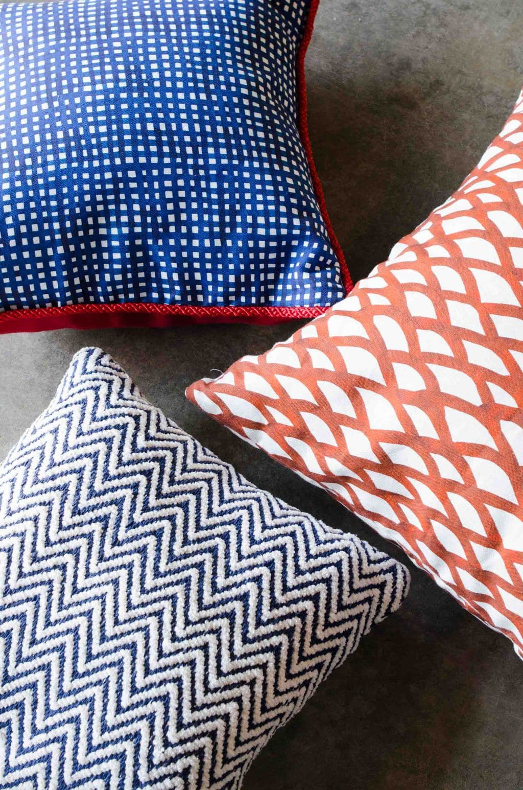 Red white and blue patterned pillows in Steve McKenzie's on @thouswellblog