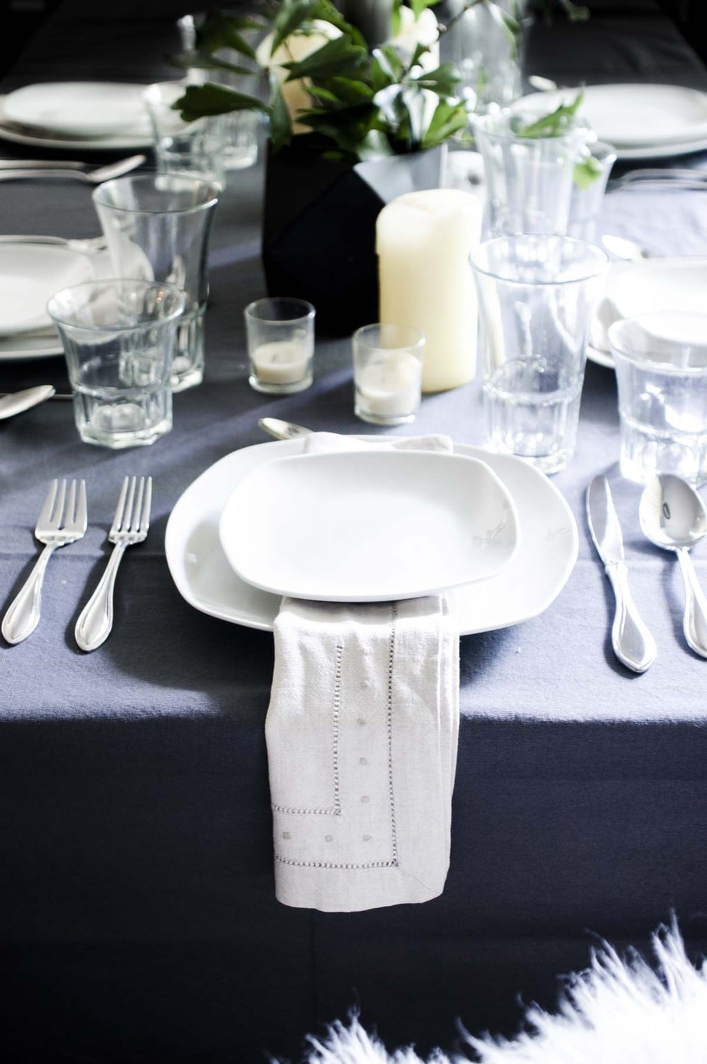 Simple restaurant table setting - Scandinavian Inspired Black White And Grey Summer Table Setting With Simple Green Arrangements