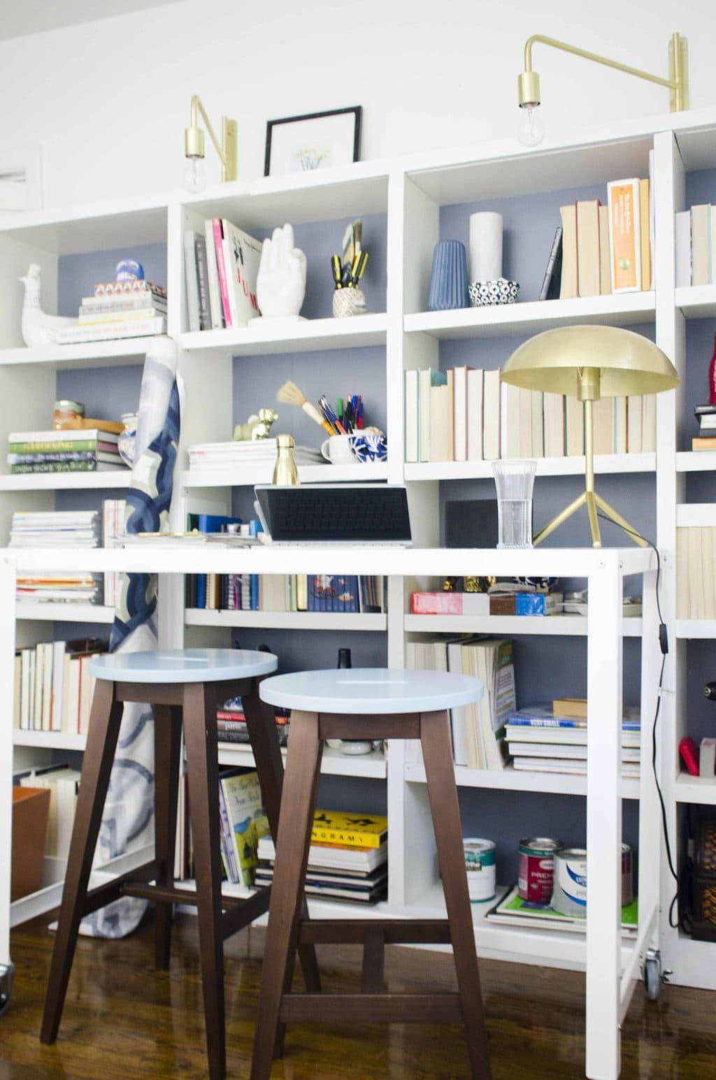 Modern standing desk home office with bookshelves on @thouswellblog
