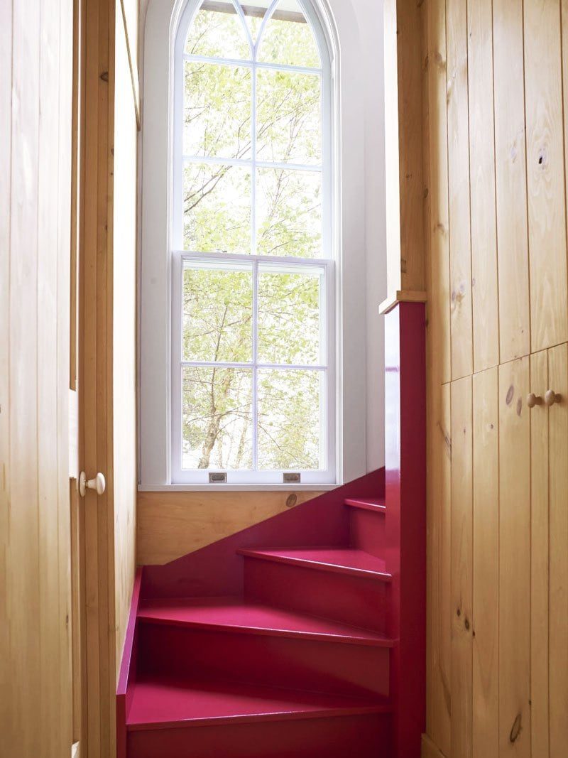 Staircase with painted stairs in hot pink via @thouswellblog