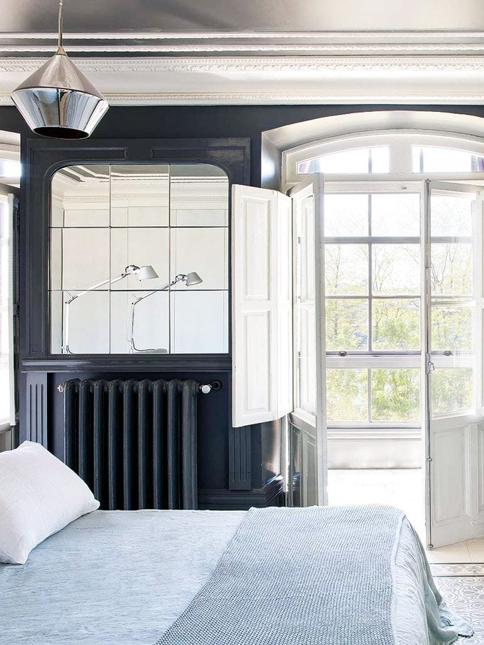 Navy blue bedroom walls in eclectic home in Spain via @thouswellblog