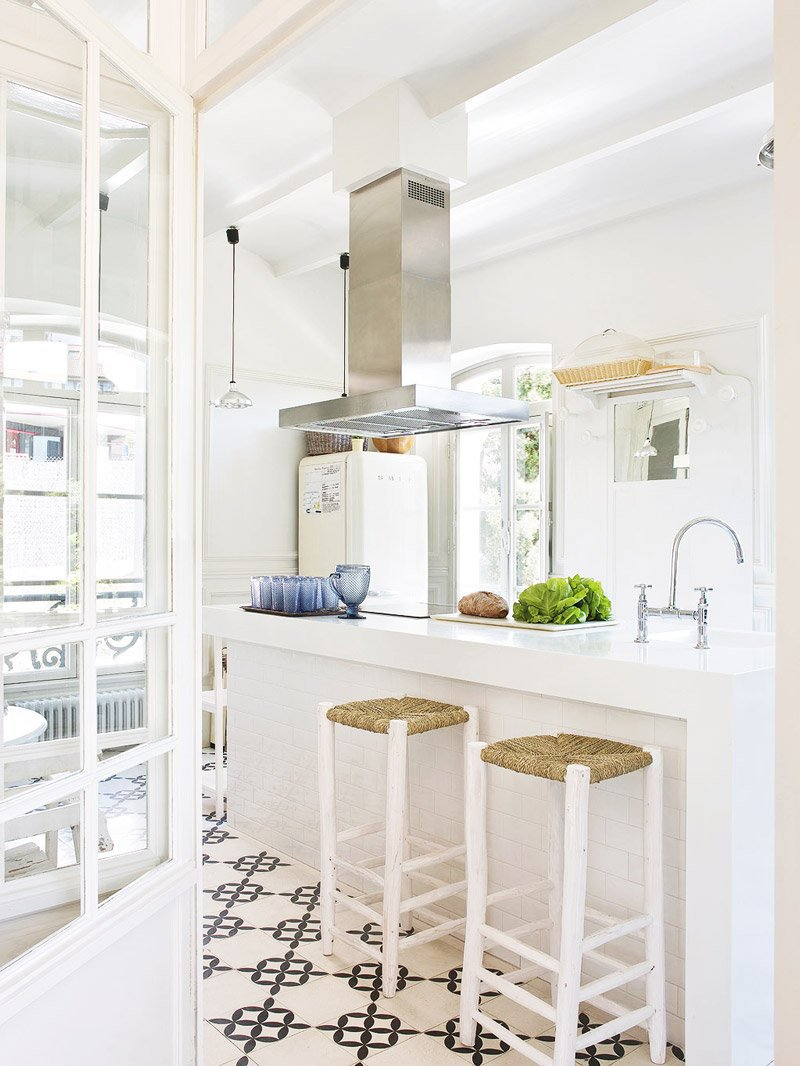 Clean modern white kitchen style via @thouswellblog