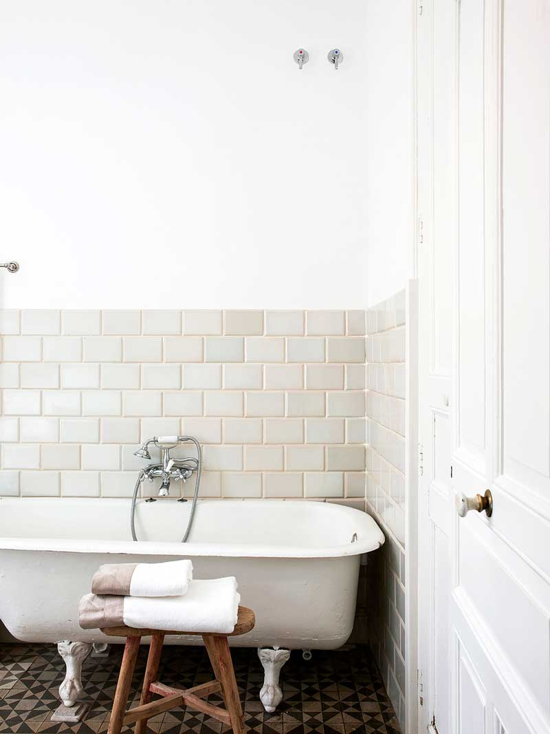 Minimal bathroom with clawfoot bathtub via @thouswellblog