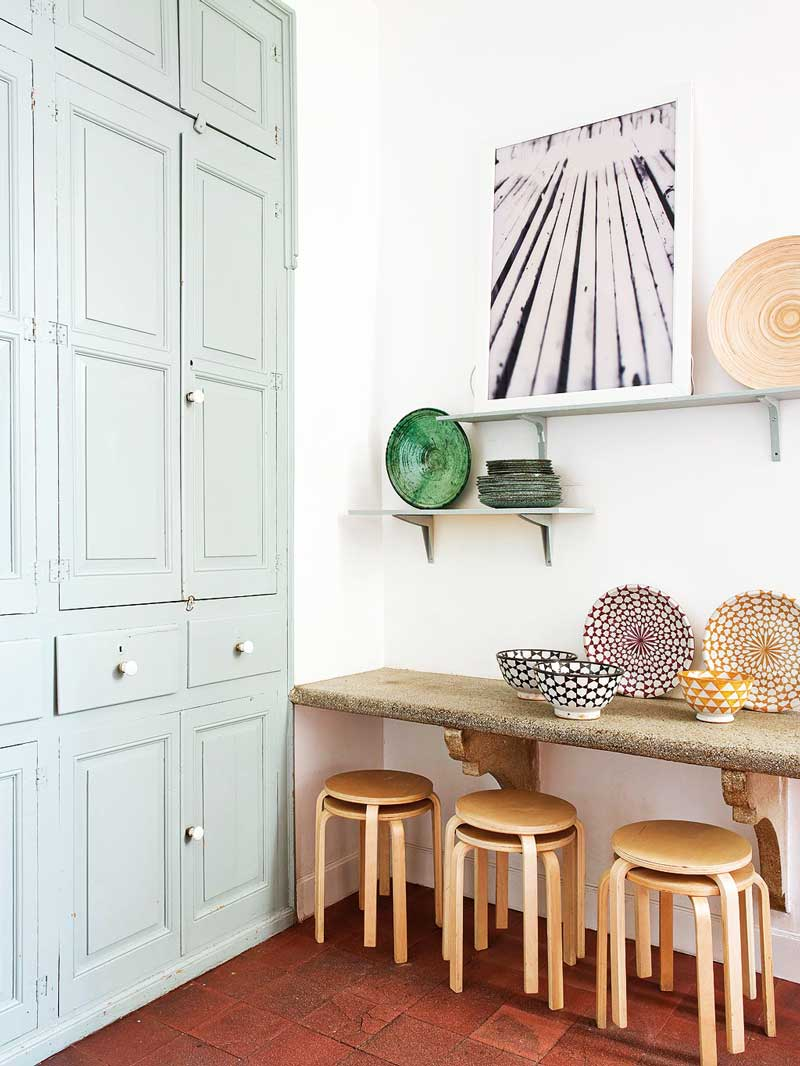 Eclectic kitchen storage with blue cabinetry via @thouswellblog