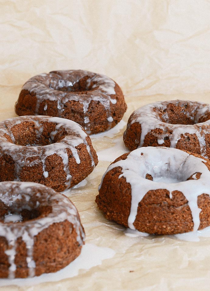 Baked pumpkin donuts via Common Comfort on Thou Swell