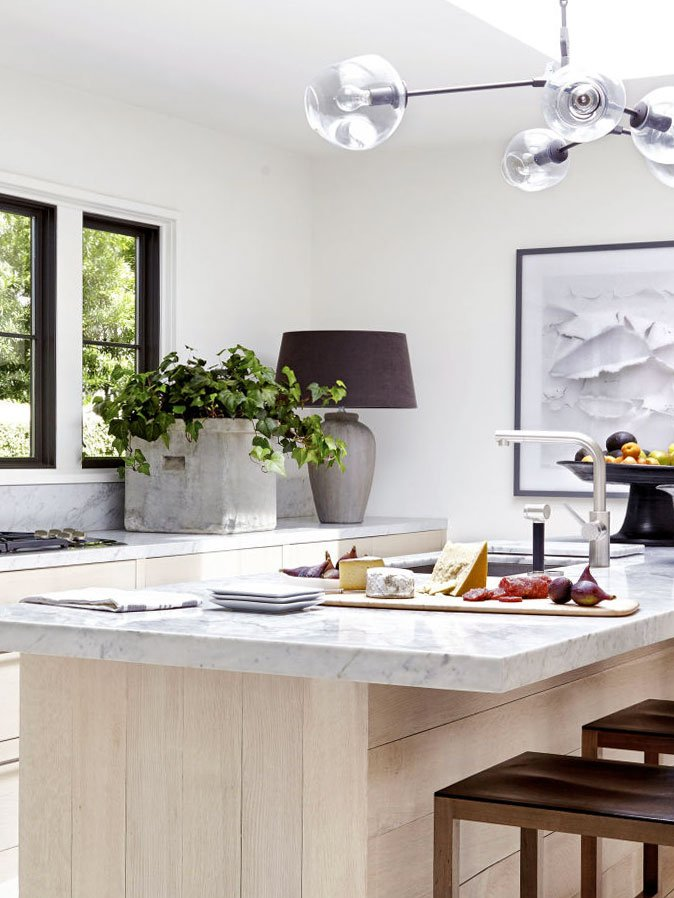 Modern kitchen design with oversized table lamp on the counter on Thou Swell @thouswellblog