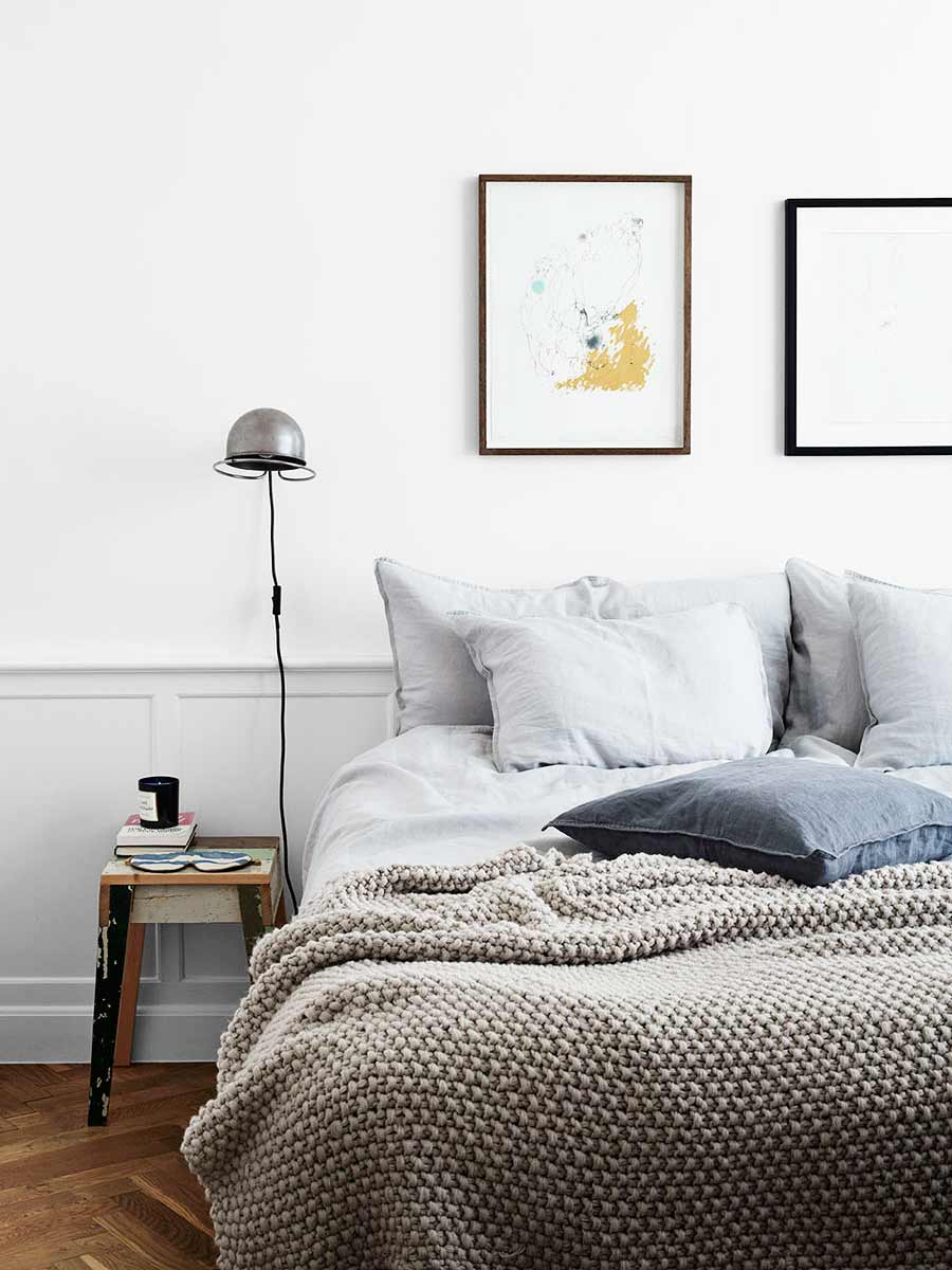 Simple linen bedspread in Scandinavian bedroom style with blue and grey bedding on Thou Swell @thouswellblog