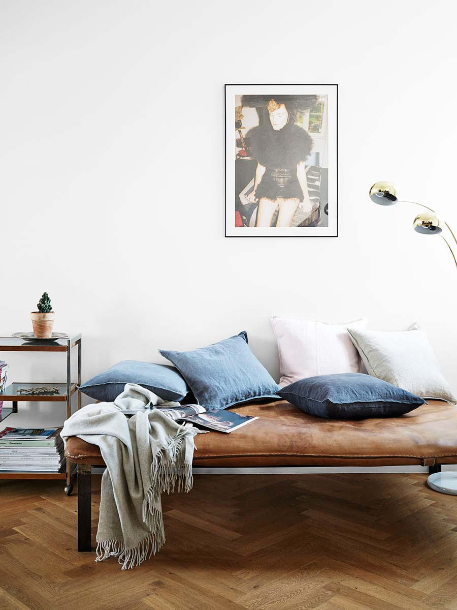 Modern leather daybed styling with blue throw pillows on Thou Swell @thouswellblog