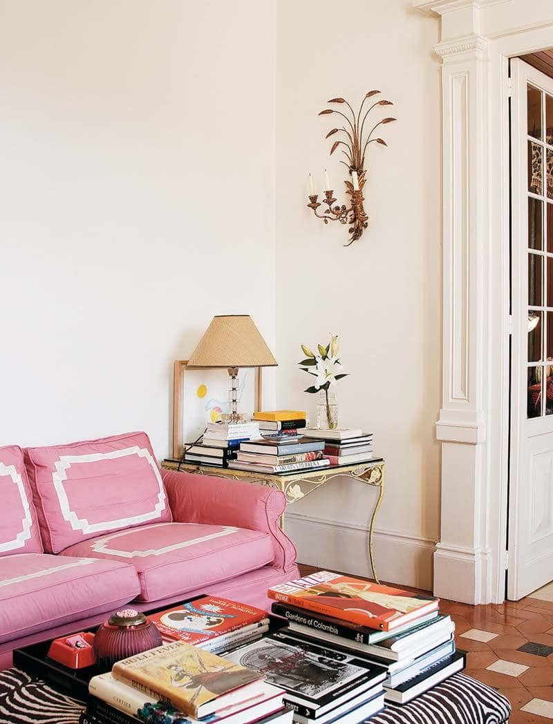 Carolina Herrera's classic blush living room and a pink-inspired Valentine's Day gift guide via Thou Swell @thouswellblog