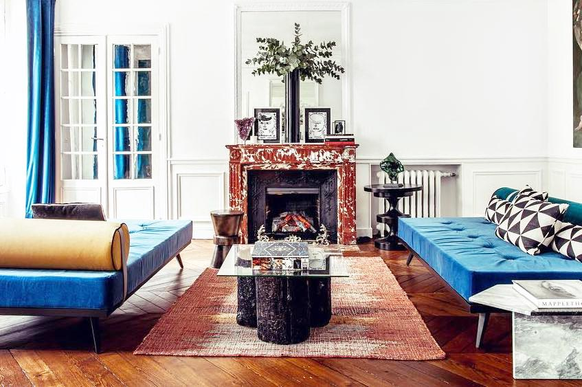 Blue and white modern living room in Paris on Thou Swell @thouswellblog