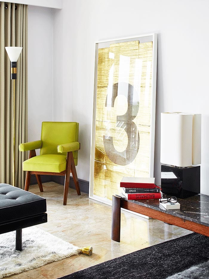 Living room seating with gold modern artwork on Thou Swell @thouswellblog