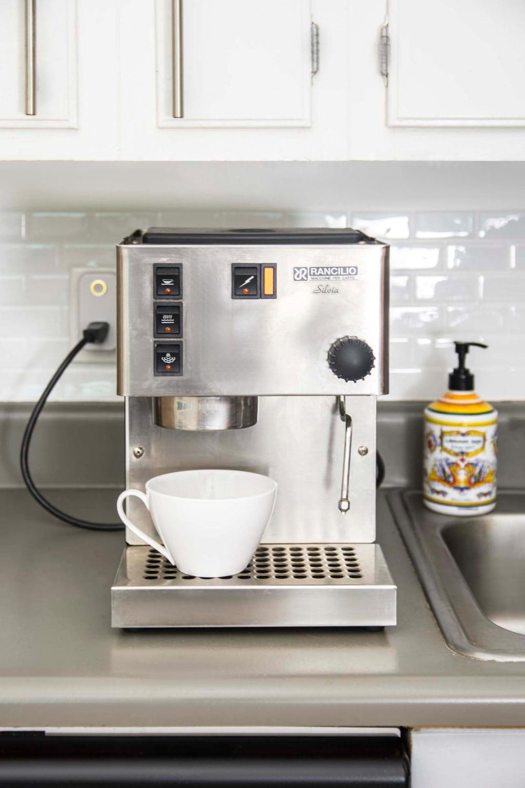 Modern kitchen with espresso maker and Hive Active Plug on Thou Swell @thouswellblog