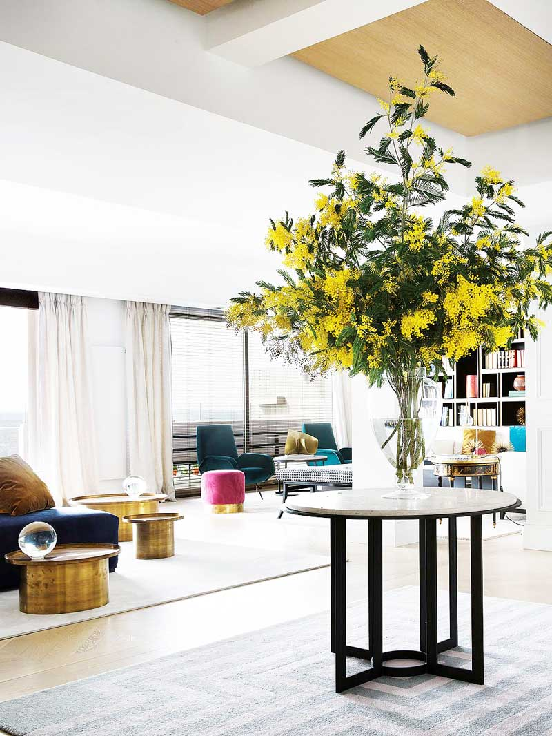 Large bouquet of yellow flowering branches in modern Madrid apartment on Thou Swell @thouswellblog