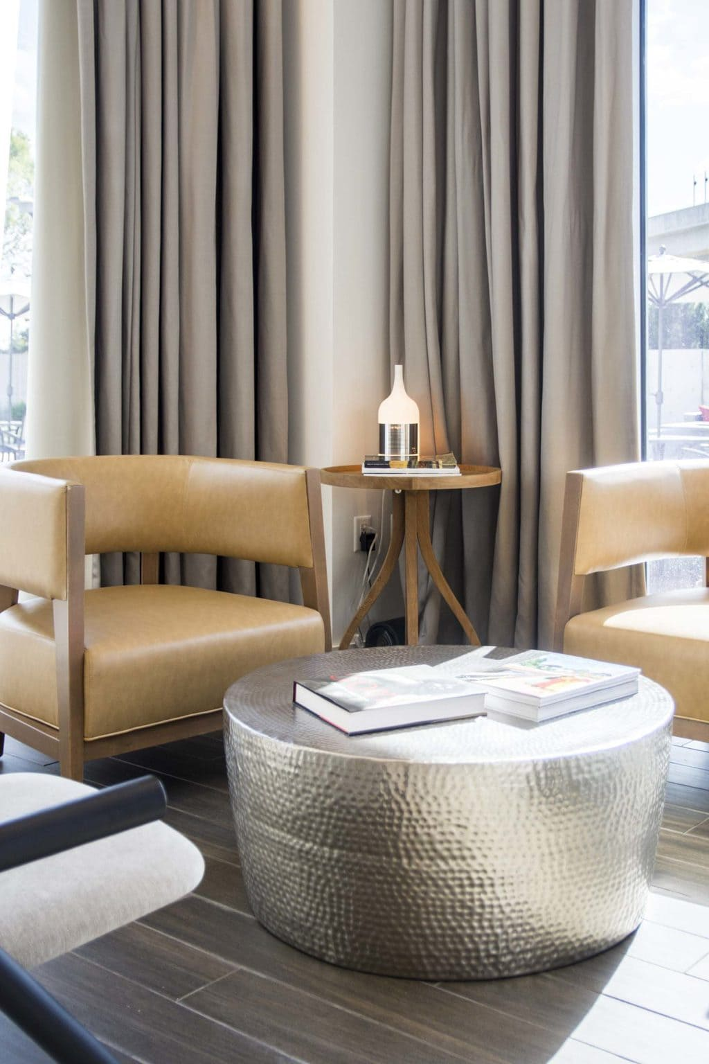 Modern leather armchairs and hammered silver coffee table in the new Renaissance airport hotel in Atlanta on Thou Swell @thouswellblog