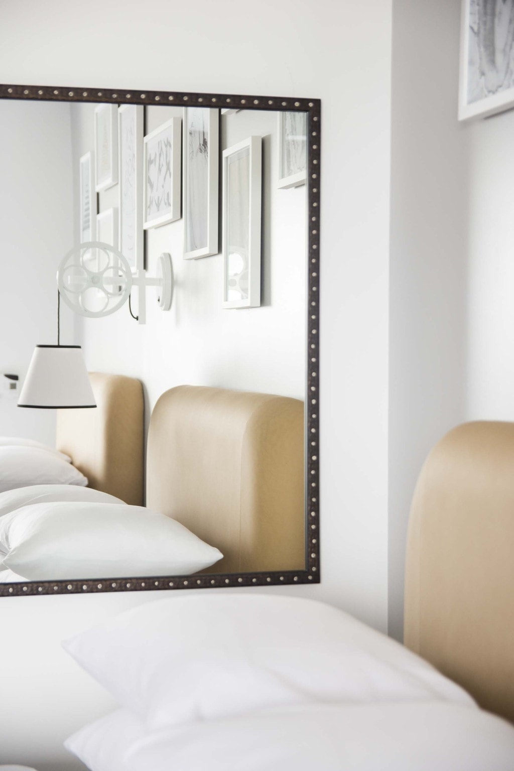 Modern bedroom design at the Renaissance Atlanta Airport hotel on Thou Swell @thouswellblog