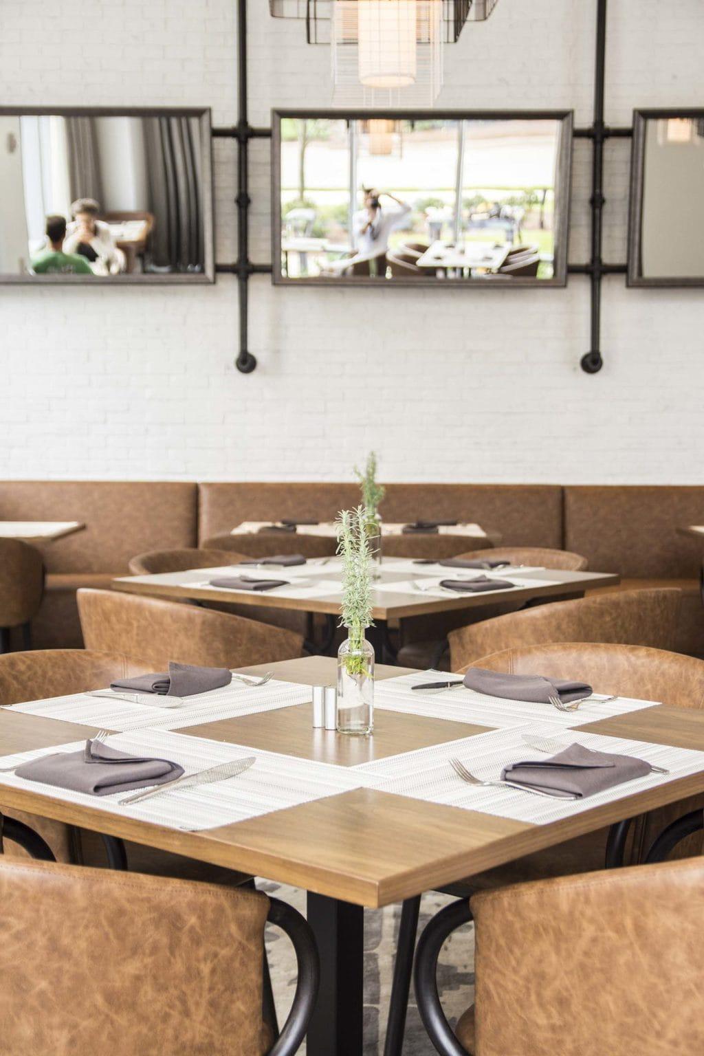 Hickory & Hazel restaurant at the Renaissance Atlanta airport hotel on Thou Swell @thouswellblog