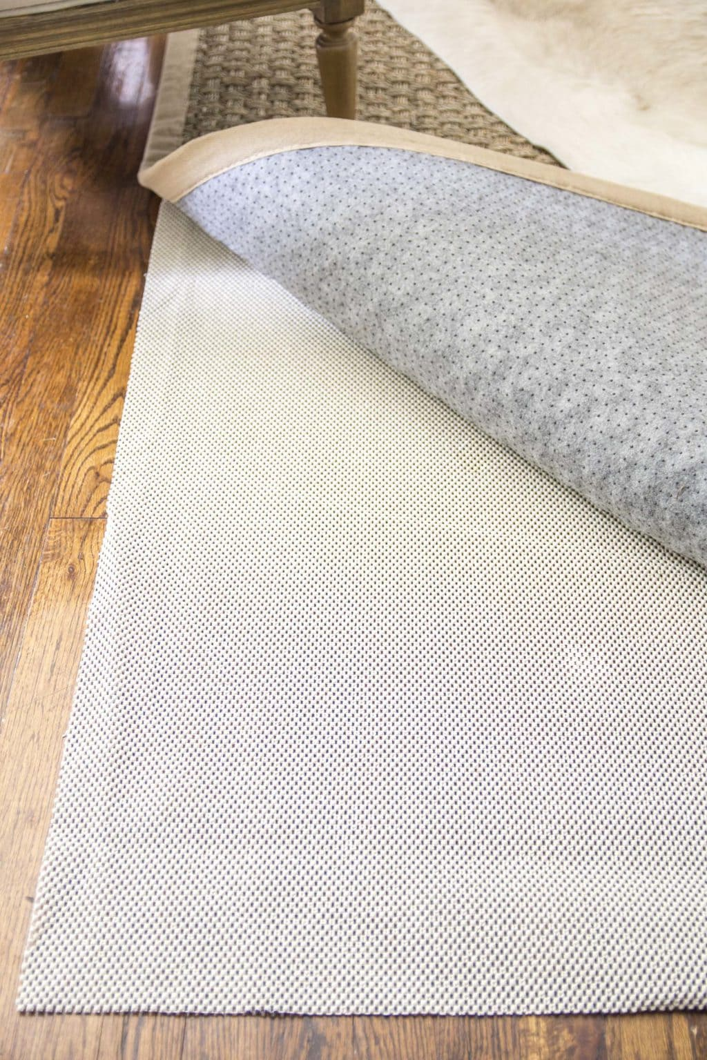 Summer living room refresh with new seagrass rug and RugPadUSA on Thou Swell @thouswellblog
