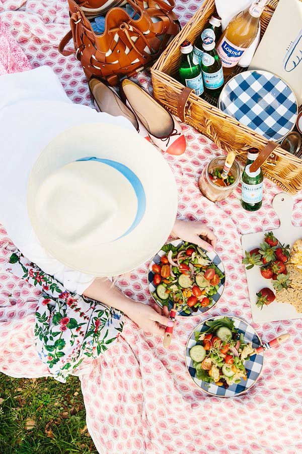 Colorful picnic with Waiting on Martha, five online grocery delivery services on Thou Swell #groceryshopping #onlinegroceries #onlinegrocerydelivery #shoppingtips #homehacks