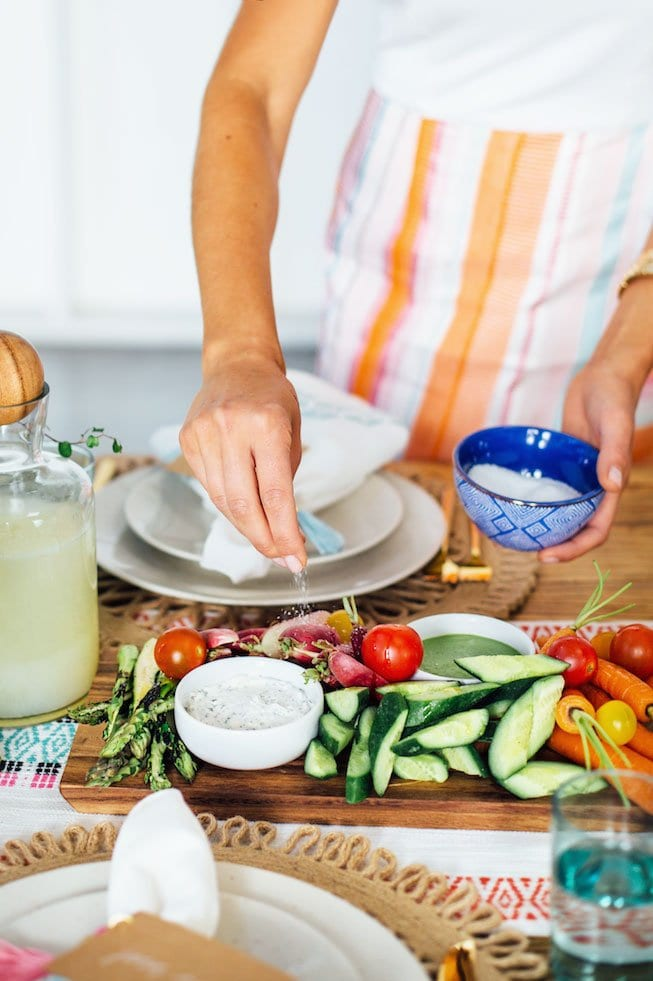 Colorful brunch with Camille Styles, five sources for online grocery delivery on Thou Swell #groceryshopping #onlinegroceries #onlinegrocerydelivery #shoppingtips #homehacks